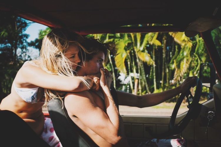 photographer-model-surfer-couple-travels-world-jay-alvarrez-alexis-ren-4